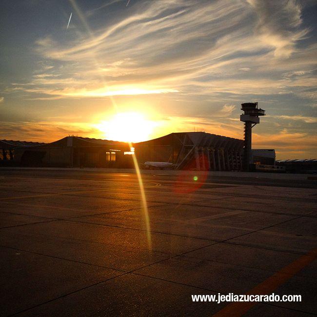 Atardecer en el aeropuerto alemán de Frankfurt
