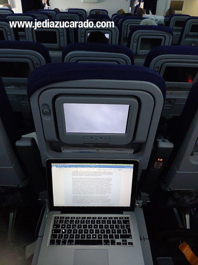 Escribiendo en el avión